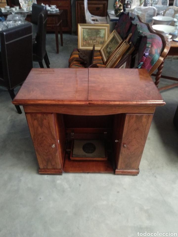 Antigüedades: Impresionante maquina de coser alfa modelo 1000 gabinete de lujo. Mueble. Muy completa. Como nueva - Foto 13 - 160146918