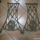 Antigüedades: DOS LATERALES DE MAQUINA DFE COSER SINGER DE LOS 30'S, IDEALES MESA JARDIN DECORACION ETC + INFO. Lote 160163166
