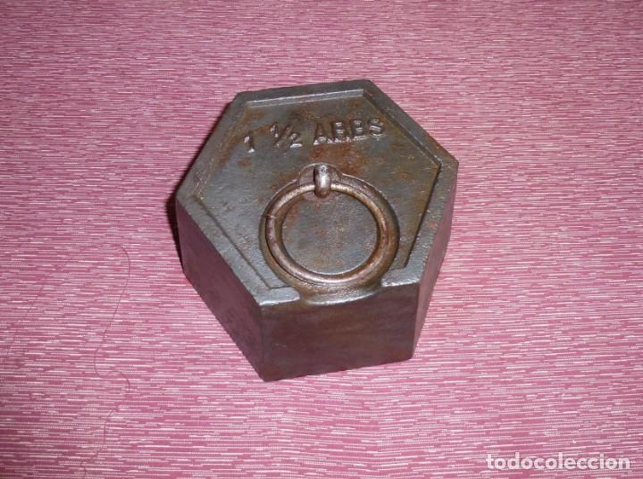 GRAN PESA DE HIERRO EXAGONAL DE 1 Y 1/2 ARROBA 19 KG APROX. (Antiques - Technical - Measures of Weight - Old Scale Weights)
