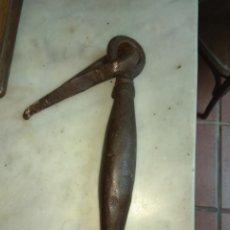 Antigüedades: ANTIGUO LLAMADOR DE PUERTA- ALDABA SIGLO XVII - XVIII. Lote 160309306