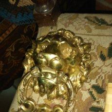 Antigüedades: LLAMADOR DE PUERTA - ALDABA DE BRONCE - CABEZA DE LEÓN. Lote 160310222