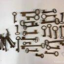 Antigüedades: INTERESANTE LOTE 40 LLAVES DE MASÍA MUY ANTIGUAS. Lote 160359514