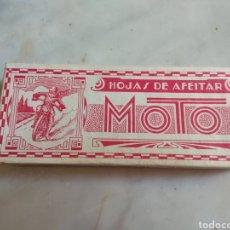 Antigüedades: ANTIGUA CAJA DE CARTÓN DE HOJAS DE AFEITAR MOTO - RARA -. Lote 160377097
