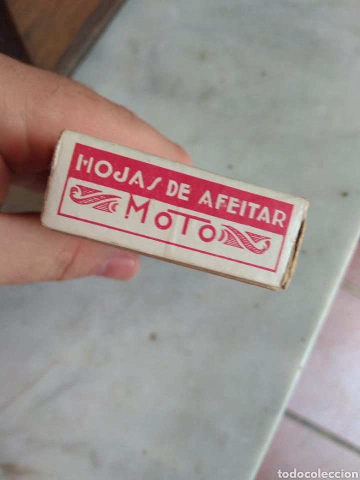 Antigüedades: Antigua Caja de Cartón de Hojas de Afeitar Moto - Rara - - Foto 5 - 160377097