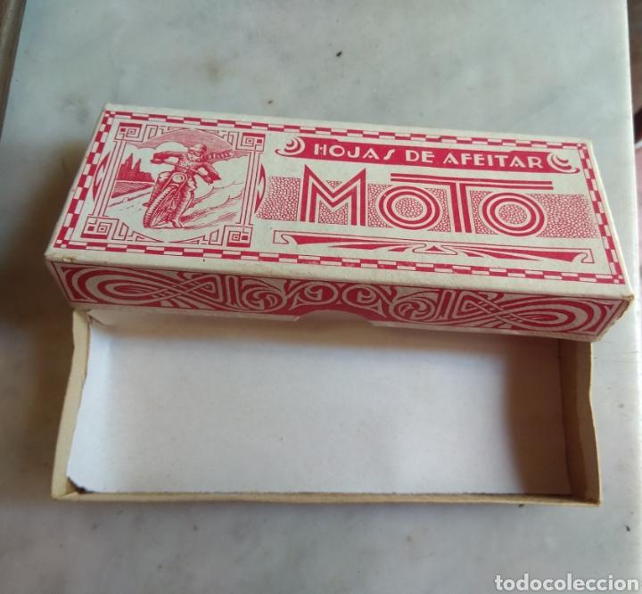 Antigüedades: Antigua Caja de Cartón de Hojas de Afeitar Moto - Rara - - Foto 6 - 160377097