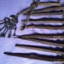 Antigüedades: CLAVOS HIERRO FORJADO MÁS TIPO CADENA CLAVOS DE HERRADURAS. Lote 160423506