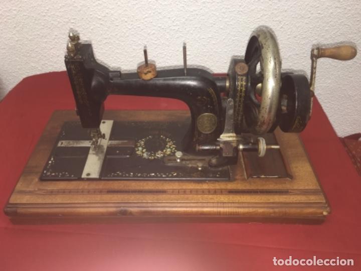 ORIGINAL MÁQUINA DE COSER DE MANO CON NÁCAR Y MARQUETERÍA FF.S.XIX 1880 (Antigüedades - Técnicas - Máquinas de Coser Antiguas - Wertheim )