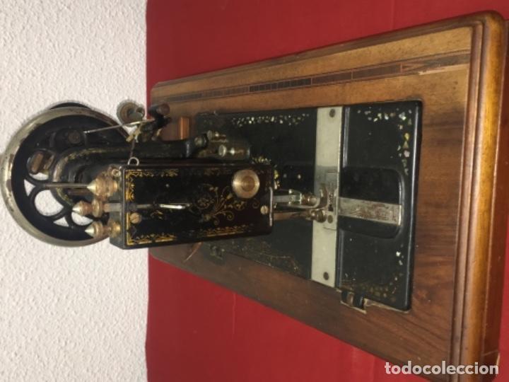 Antigüedades: Original máquina de coser de mano con nácar y marquetería ff.s.XIX 1880 - Foto 11 - 160470790