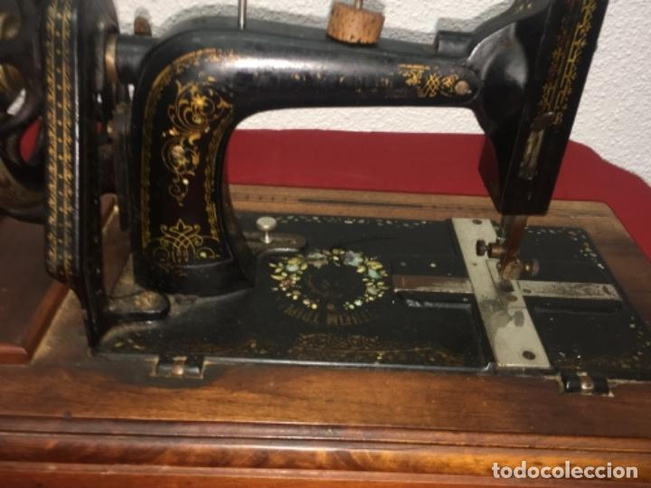 Antigüedades: Original máquina de coser de mano con nácar y marquetería ff.s.XIX 1880 - Foto 14 - 160470790