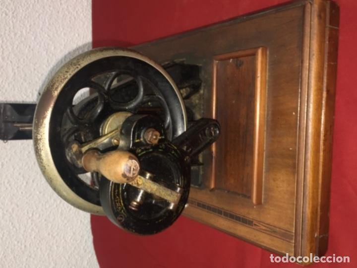 Antigüedades: Original máquina de coser de mano con nácar y marquetería ff.s.XIX 1880 - Foto 19 - 160470790