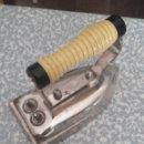 Antigüedades: ANTIGUA PLANCHA ELÉCTRICA SIN CABLES. AÑOS 50-60. Lote 160481958