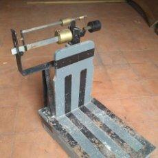 Antigüedades: BASCULA ANTIGUA MADERA 150KG EN PERFECTO ESTADO DE FUNCIONAMIENTO. Lote 160717946