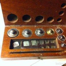 Antigüedades: COMPLETO JUEGO DE PESAS PARA BALANZA QUILATERA DESDE 20 G HASTA 0,200 G (C07). Lote 74213763