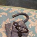 Antigüedades: CANDADO GRANDE SIGLO XIX CON LLAVE. Lote 160858058