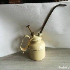 Antigüedades: ACEITERA O ENGRASADORA DE METAL ESMALTADO.. Lote 160983762