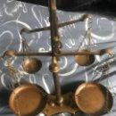 Antigüedades: ANTIGUA BALANZA DOBLE DE BRONCE. Lote 160968246