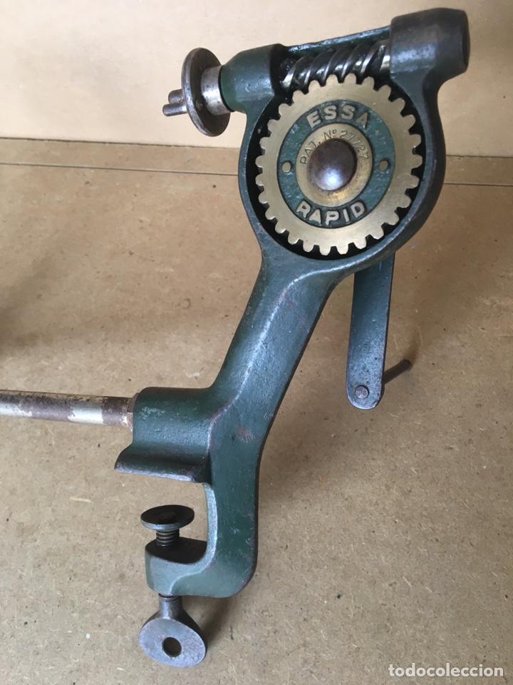 Antigüedades: Torno manual (de mano) marca ESSA, Rapid. Posible Herramienta de joyero o relojero - Foto 2 - 161034356