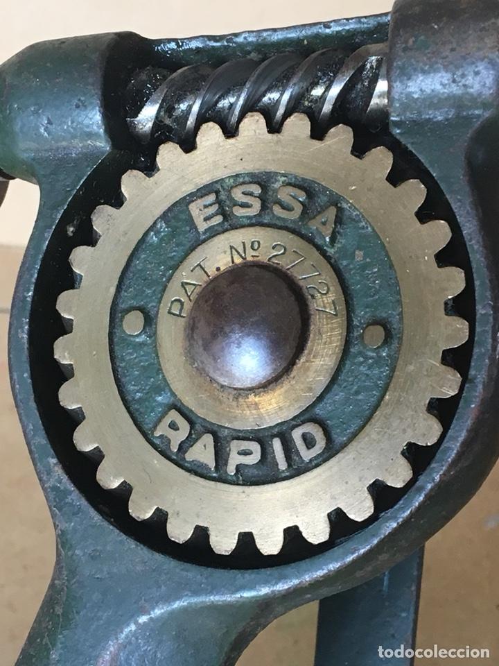 Antigüedades: Torno manual (de mano) marca ESSA, Rapid. Posible Herramienta de joyero o relojero - Foto 3 - 161034356