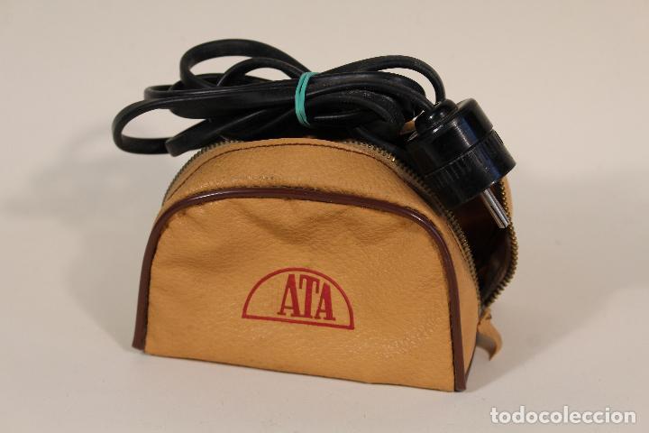 Antigüedades: ANTIGUA MINI PLANCHA ELECTRICA DE VIAJE-MARCA JATA-120V/220V - Foto 2 - 222620765