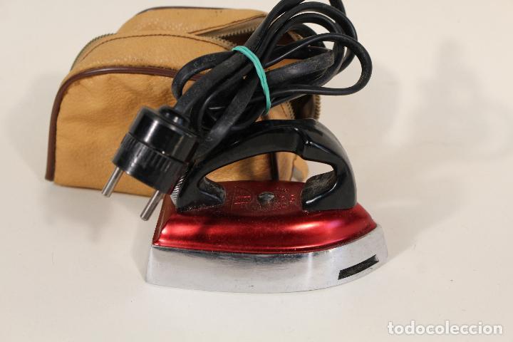 Antigüedades: ANTIGUA MINI PLANCHA ELECTRICA DE VIAJE-MARCA JATA-120V/220V - Foto 3 - 222620765