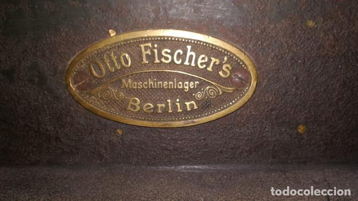 Antigüedades: Tremenda guillotina de imprenta Alemana. Marca Otto Fischers. Maschinenlager. Berlín. Siglo XIX. - Foto 3 - 161215322