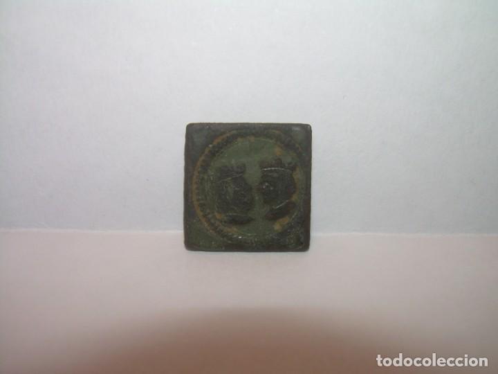 Antigüedades: ANTIGUO PONDERAL DE BRONCE REYES CATOLICOS.....ISABEL Y FERNANDO....MUY BUEN ESTADO. - Foto 2 - 161226978