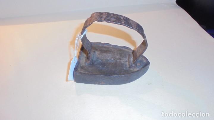 ANTIGUA PEQUEÑA PLANCHA DE HIERRO PARA PLANCHAR CUELLOS Y ENCAJES Nº 1 (Antigüedades - Técnicas - Planchas Antiguas - Hierro)