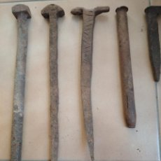 Antigüedades: LOTE 5 CLAVOS FORJA ANTIGUOS GRANDES. Lote 161824542