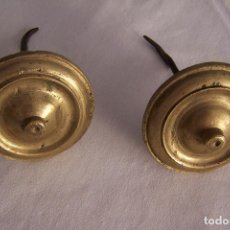 Antiquités: PAREJA DE EMBELLECEDORES DE LATÓN CON CLAVO. 5,5 CM DE DIÁMETRO.. Lote 161824694