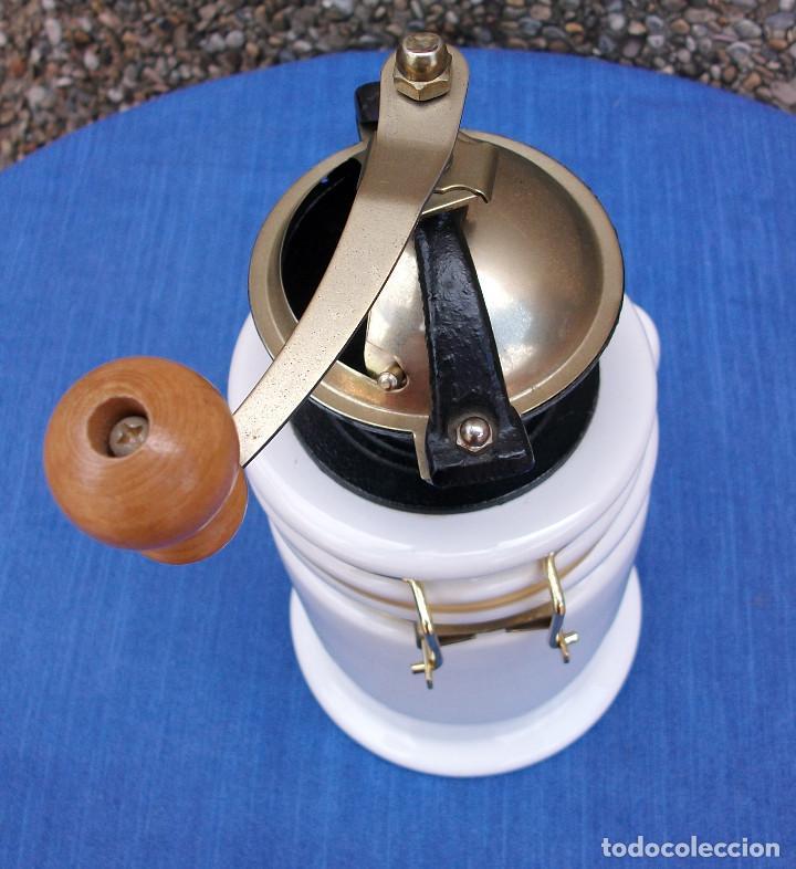 Antigüedades: PRECIOSO MOLINILLO DE CAFÈ CON RECIPIENTE DE CERAMICA . VER FOTOS - Foto 3 - 161868906