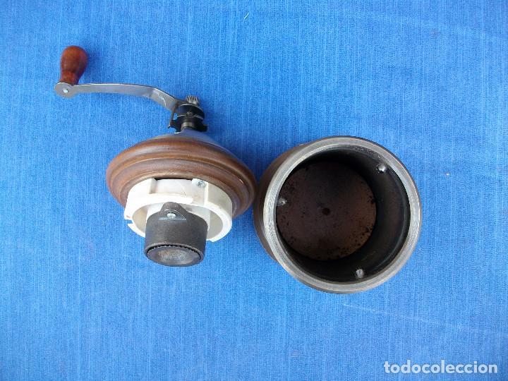 Antigüedades: PRECIOSO MOLINILLO DE CAFÈ DE MADERA Y METAL . VER FOTOS - Foto 6 - 161870450