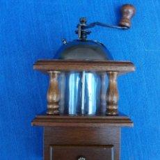 Antigüedades: PRECIOSO MOLINILLO DE CAFÈ DE MADERA , METAL Y CRISTAL. VER FOTOS. Lote 161870806