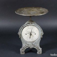 Antigüedades: ANTIGUA BALANZA BASCULA MODERNISTA DE COCINA AÑO 1900 EN LATON PINTADO ORIGINAL 32 CM 170 EU. Lote 162077226
