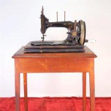 Antigüedades: MAQUINA DE COSER EN FORMA DE GUITARRA. VESTA. ALEMANIA. PRINCIPIOS SIGLO XX. . Lote 162193658