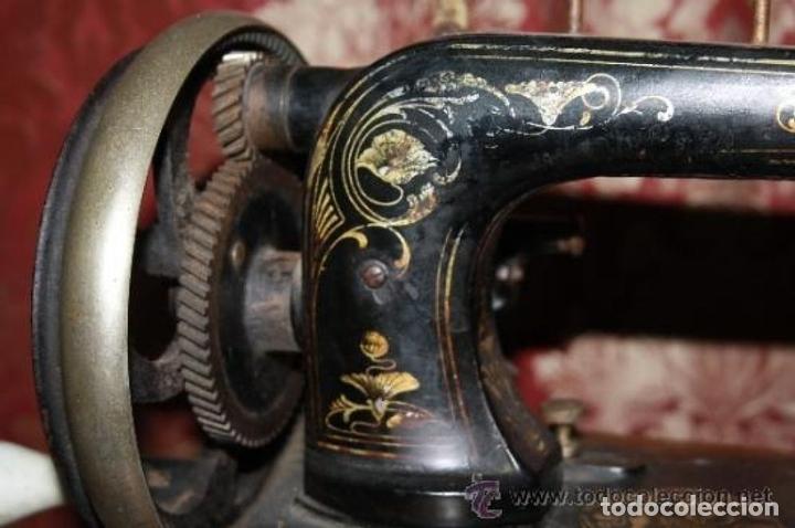 Antigüedades: MAQUINA DE COSER EN FORMA DE GUITARRA. VESTA. ALEMANIA. PRINCIPIOS SIGLO XX. - Foto 3 - 162193658
