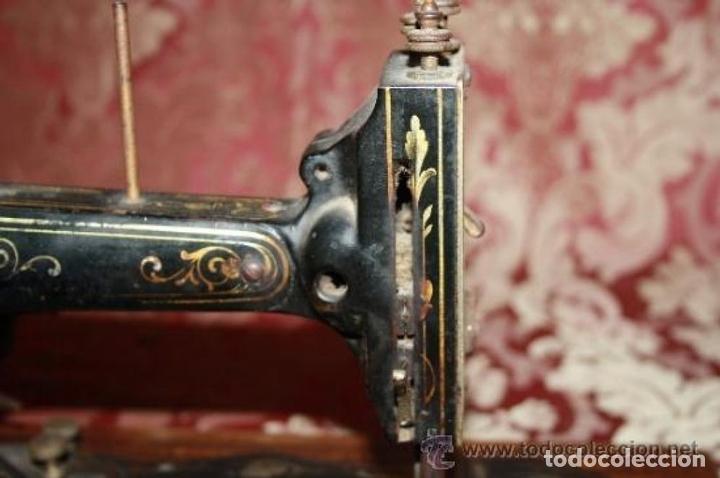 Antigüedades: MAQUINA DE COSER EN FORMA DE GUITARRA. VESTA. ALEMANIA. PRINCIPIOS SIGLO XX. - Foto 7 - 162193658