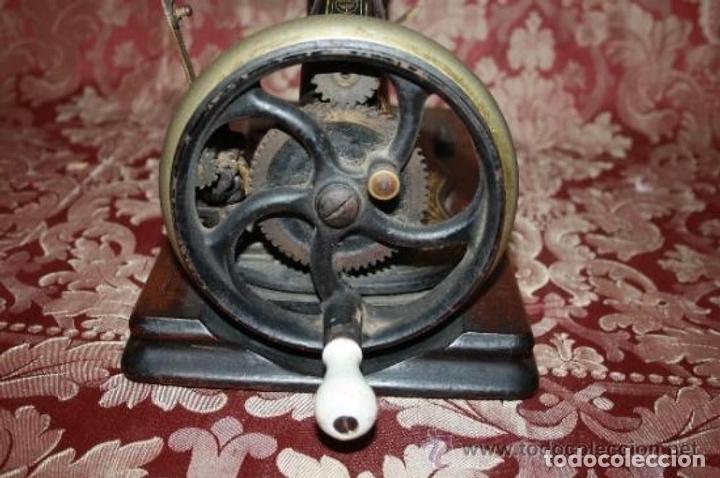 Antigüedades: MAQUINA DE COSER EN FORMA DE GUITARRA. VESTA. ALEMANIA. PRINCIPIOS SIGLO XX. - Foto 10 - 162193658