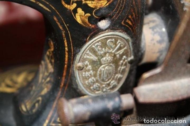 Antigüedades: MAQUINA DE COSER EN FORMA DE GUITARRA. VESTA. ALEMANIA. PRINCIPIOS SIGLO XX. - Foto 13 - 162193658