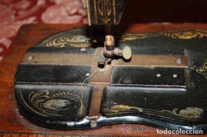 Antigüedades: MAQUINA DE COSER EN FORMA DE GUITARRA. VESTA. ALEMANIA. PRINCIPIOS SIGLO XX. - Foto 15 - 162193658