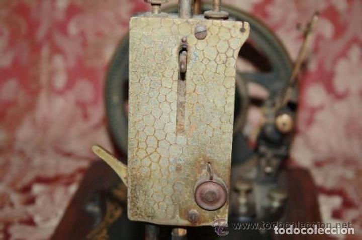 Antigüedades: MAQUINA DE COSER EN FORMA DE GUITARRA. VESTA. ALEMANIA. PRINCIPIOS SIGLO XX. - Foto 17 - 162193658