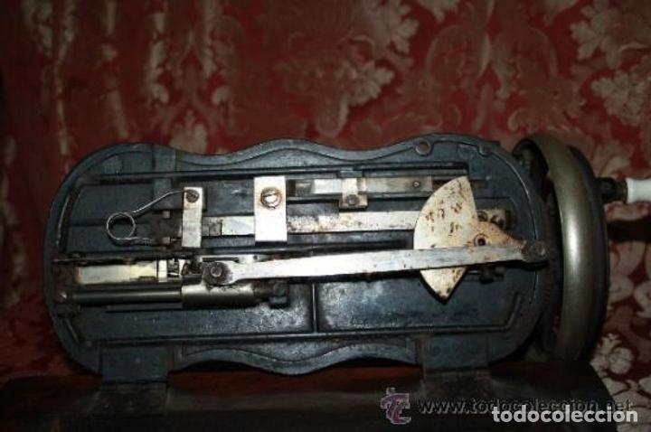 Antigüedades: MAQUINA DE COSER EN FORMA DE GUITARRA. VESTA. ALEMANIA. PRINCIPIOS SIGLO XX. - Foto 18 - 162193658