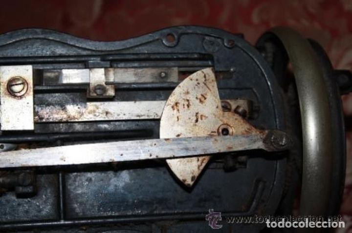 Antigüedades: MAQUINA DE COSER EN FORMA DE GUITARRA. VESTA. ALEMANIA. PRINCIPIOS SIGLO XX. - Foto 20 - 162193658