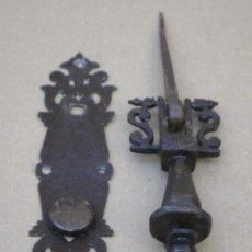 Antigüedades: LLAMADOR O ALDABA ANTIGUO, EN HIERRO FORJADO Y TRABAJO EN LIMA. . Lote 162487294