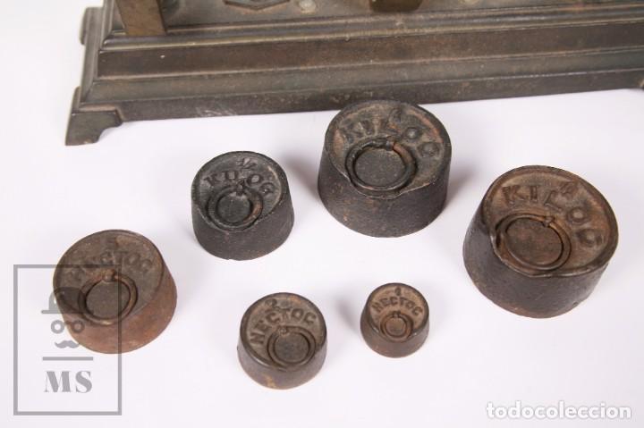 Antigüedades: Antigua Balanza de Hierro con 6 Pesos - Fuerza 5 Kg - Arenys - Medidas 47,5 x 21 x 20 cm - Foto 2 - 162570486