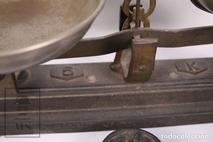 Antigüedades: Antigua Balanza de Hierro con 6 Pesos - Fuerza 5 Kg - Arenys - Medidas 47,5 x 21 x 20 cm - Foto 3 - 162570486
