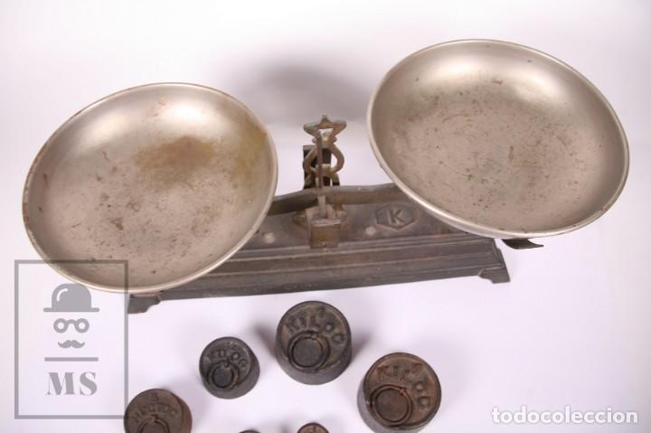 Antigüedades: Antigua Balanza de Hierro con 6 Pesos - Fuerza 5 Kg - Arenys - Medidas 47,5 x 21 x 20 cm - Foto 4 - 162570486