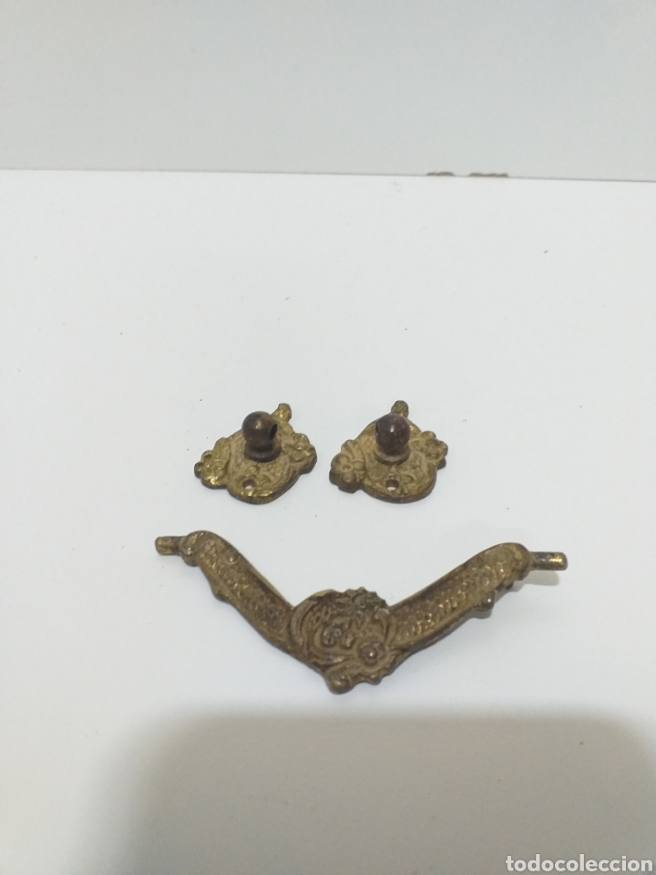 Antigüedades: Bonito juego de tiradores de bronce, antiguos. 4 de puerta con llave, 8 pequeños de cajon,6 grandes - Foto 6 - 162628665