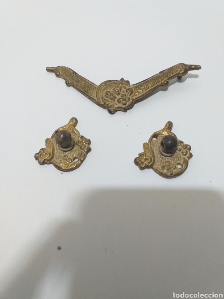 Antigüedades: Bonito juego de tiradores de bronce, antiguos. 4 de puerta con llave, 8 pequeños de cajon,6 grandes - Foto 9 - 162628665