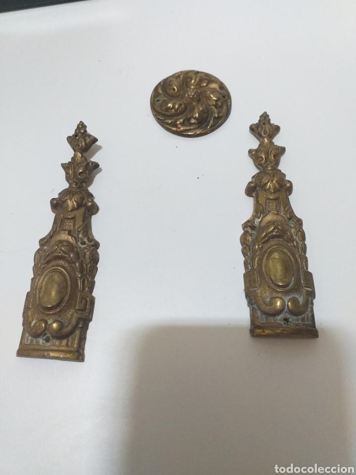 Antigüedades: Bonito juego de tiradores de bronce, antiguos. 4 de puerta con llave, 8 pequeños de cajon,6 grandes - Foto 10 - 162628665