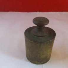 Antigüedades: PESA DE BRONCE DE 500 GRAMOS. Lote 175695928